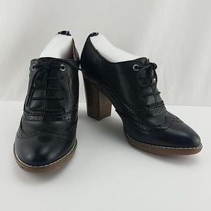 Womens Size 8 Black Wingtip Heels Tyler